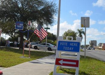 Picture of voting sign in Sarasota County.