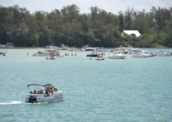 Longboat Key attorney takes on Florida attorney general over noise regulations on waterways.