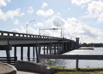 The Siesta Key north bridge stopped functioning this morning.