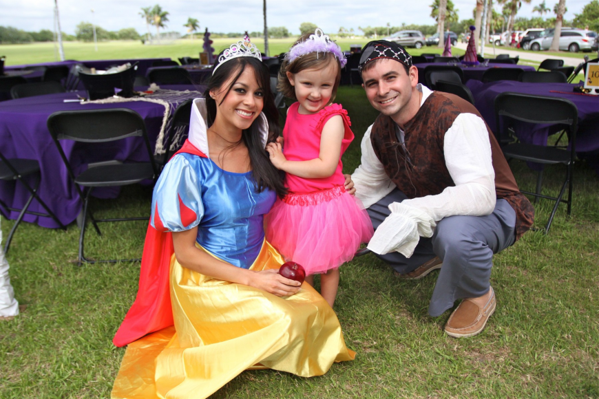 Kimmy Giang as Snow White with Addison Hays, 3, and Brian Murphy