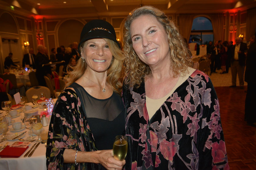 Lakewood Ranch's Sonia Williams and Laurel Oaks' Katherine Andersen enjoy a cocktail before dinner.