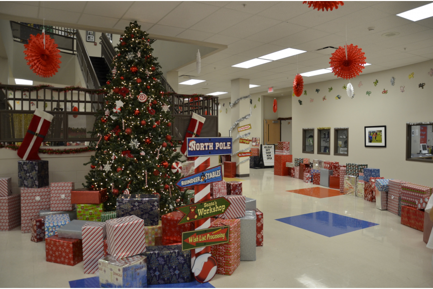 Robert E. Willis Elementary School's halls were decked for the holidays.