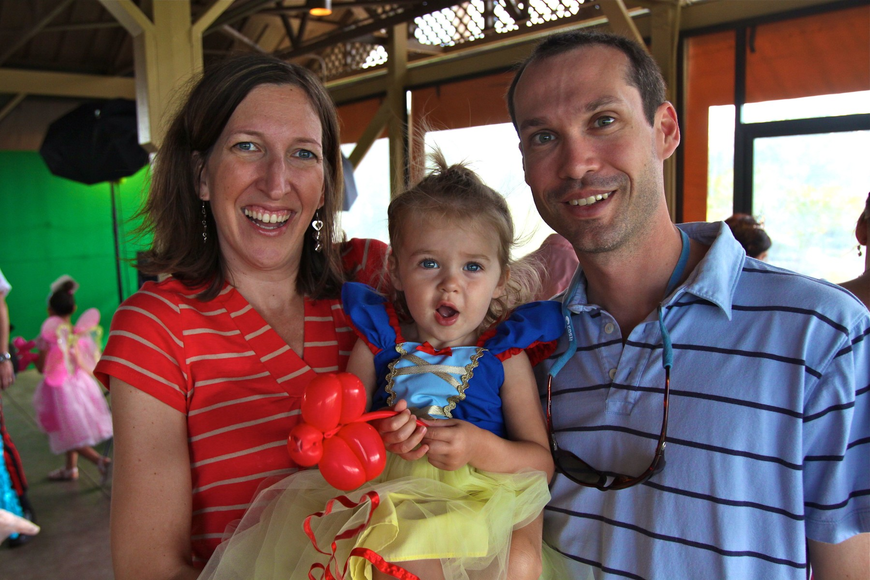 Kelly and Stephen Fernandez with their daughter Alyson, 19 months.