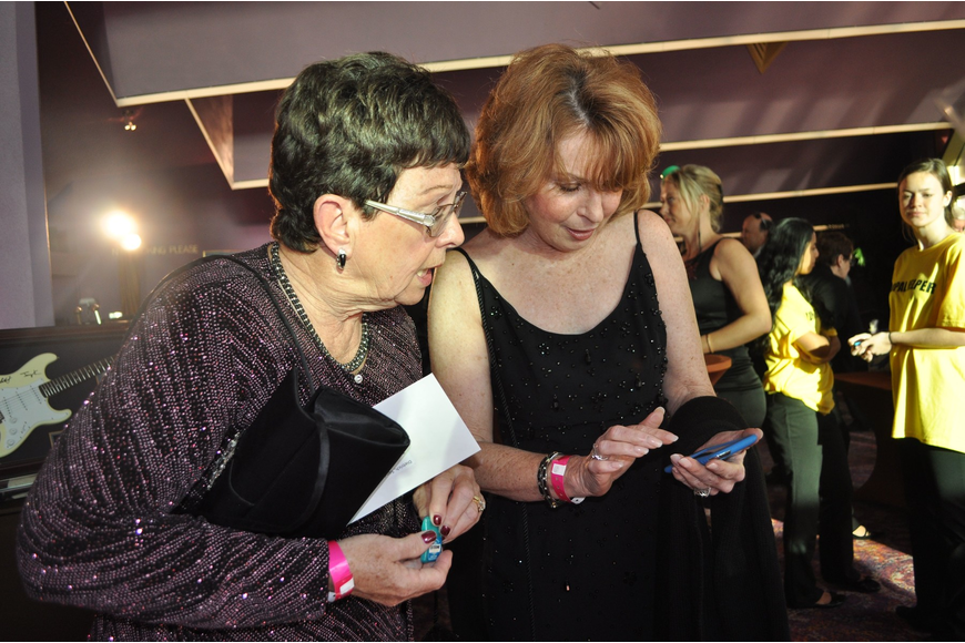 Sandy Dietrich and Pat Shea try to bid on something using the BidPal device.