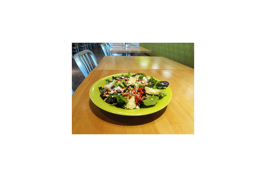 Fast N Fresh specializes in custom salads that offer healthy and vegetarian options.