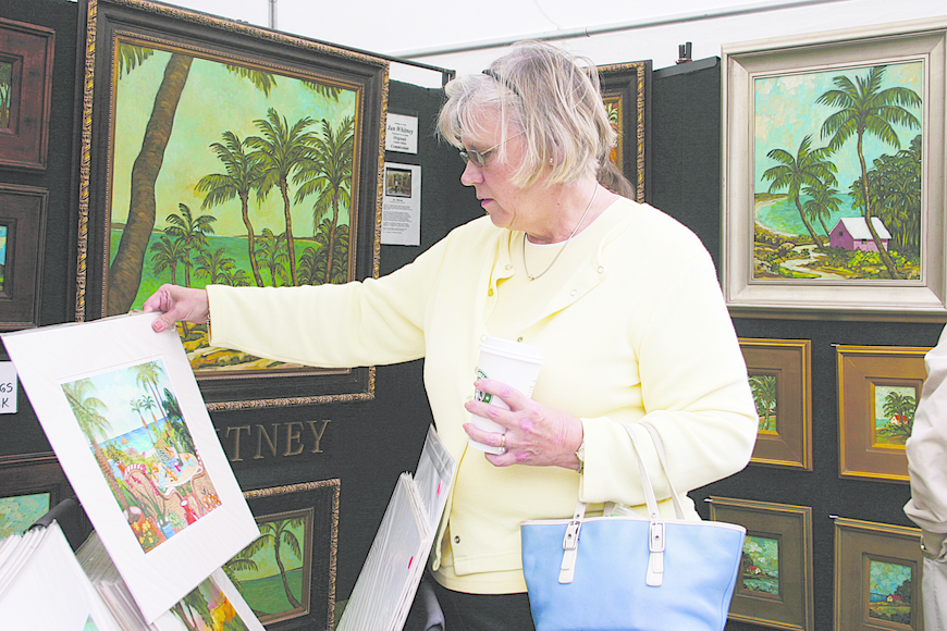 Amanda DeYoung checked out artwork at last year's St. Armands Winter Art Festival.