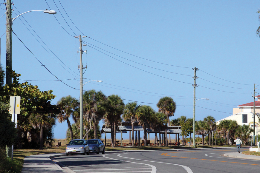 A Siesta Key Association board member this month reported difficulty getting Florida Power & Light to replace numerous burned-out streetlights on the Key.