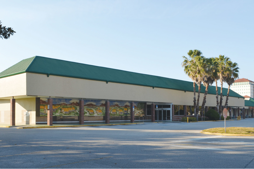 The Walmart Supercenter, approved by the planning board, would replace an empty Publix and mostly-shuttered storefronts at the Ringling Shopping Center.