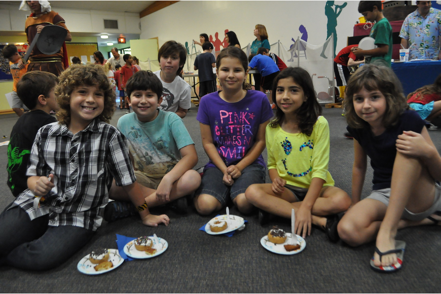 Charlie Timmons, Russell Kramer, Brianna Baldinger, Catarina Cappelli, and Katie Alcock eat Hanukah treats.