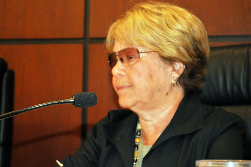 Longboat Key Commissioner Pat Zunz wants power outages to stop on longboat Key before she will support a FPL rate increase.