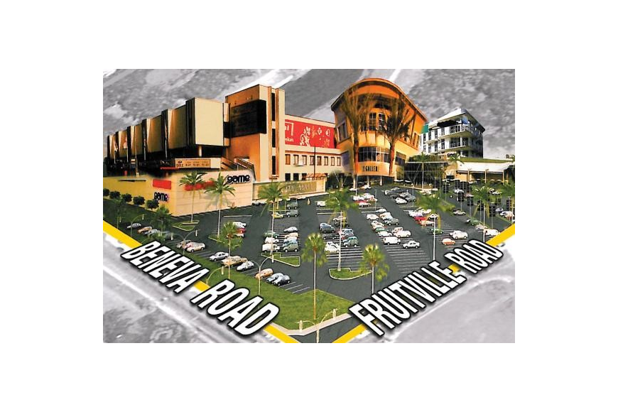 A mailer sent out to nearby residents earlier this month with a juxtaposed rendering of a massive shopping center looming over a parking lot didn't sit well with the Sarasota City Commission Monday night.