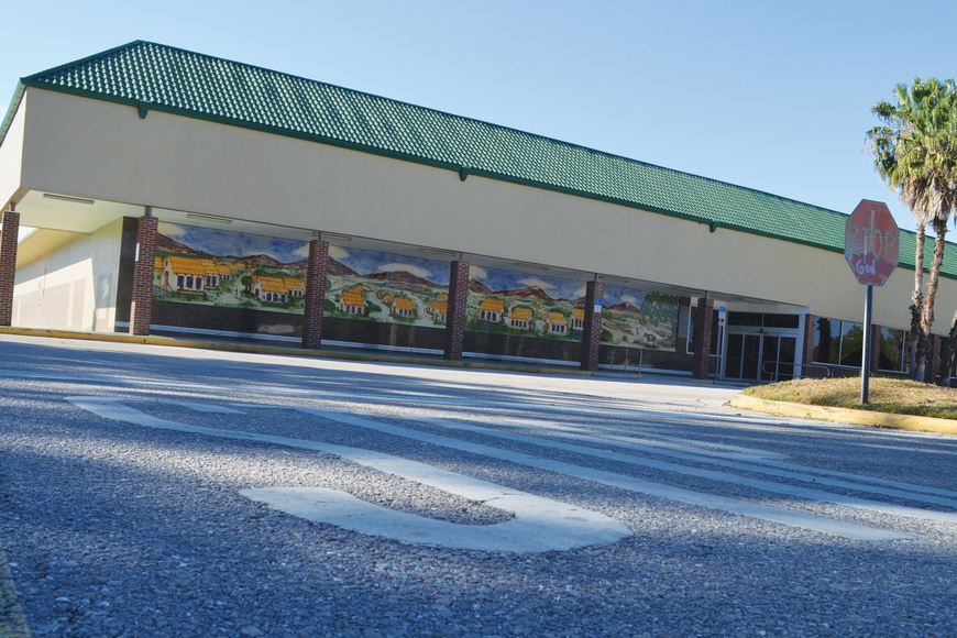 The Walmart Supercenter, approved by the Sarasota Planning Board, would replace an empty Publix and mostly-shuttered storefronts at the Ringling Shopping Center.