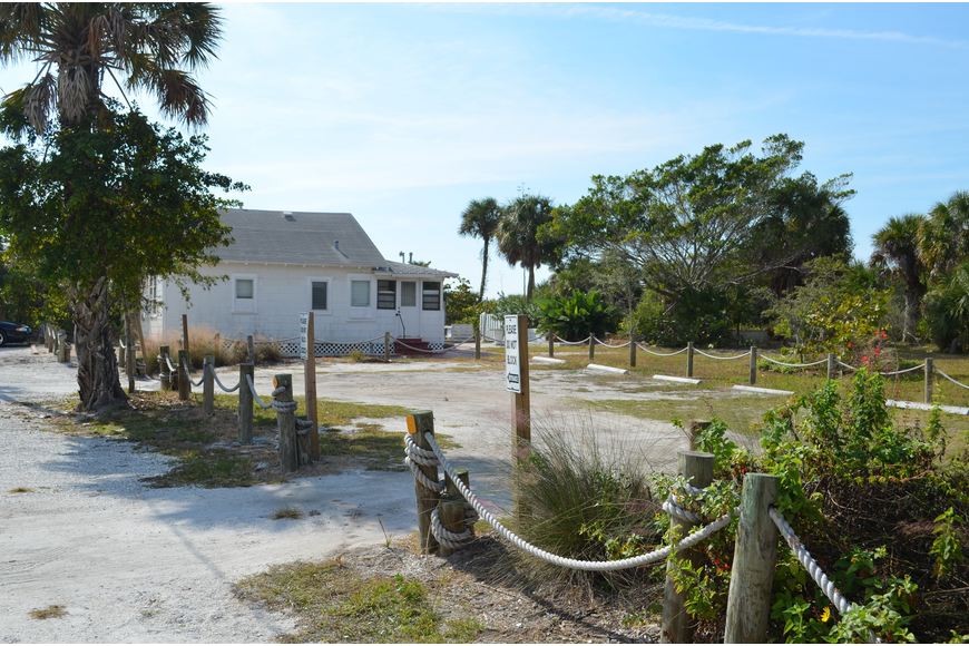 Sarasota County plans to add eight parking spaces to Siesta Key Beach Access 7.