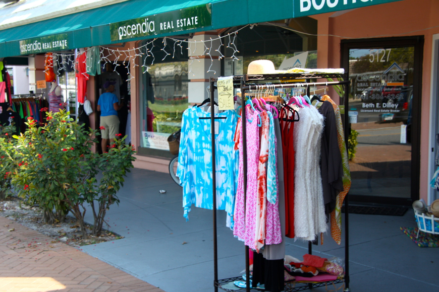 A group of Siesta Key businesses have proposed a $25 annual county permit, which would allow for the limited outdoors display of merchandise.