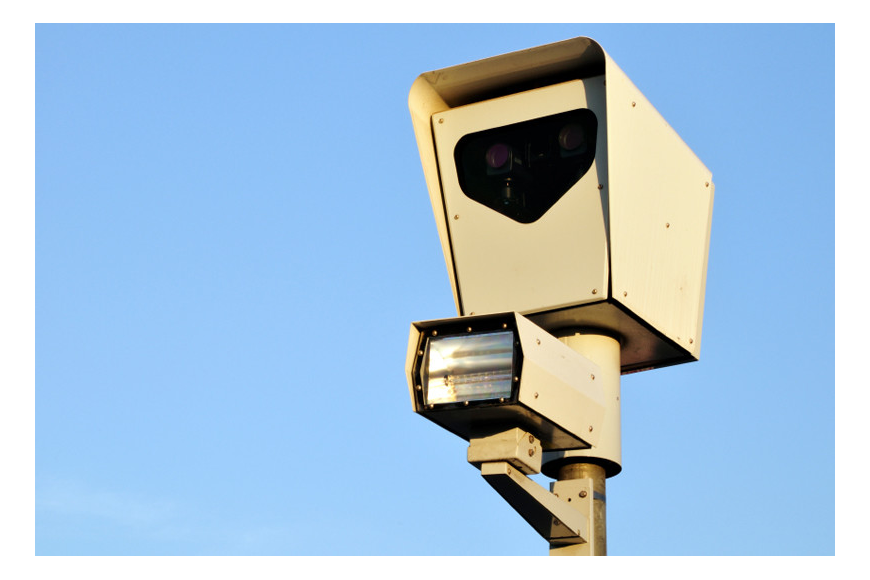 The Sarasota City Commission approved an ordinance to allow red-light cameras limits.