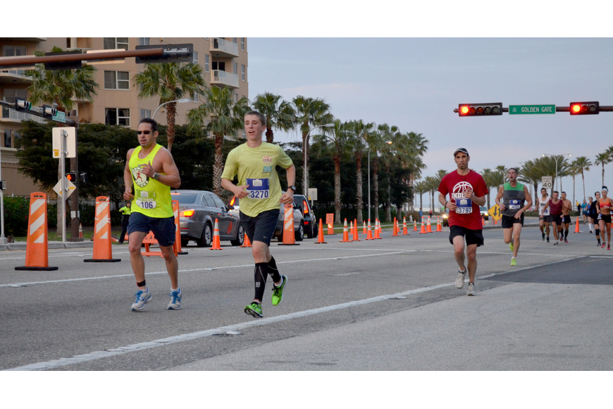 Runners make their way back over the Ringling Bridge.