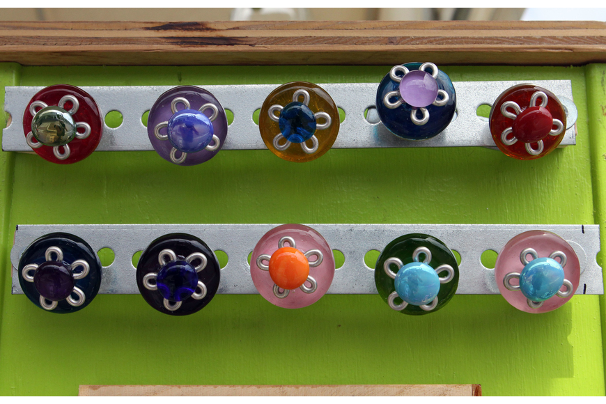 Flowery drawer knobs by Funktini.