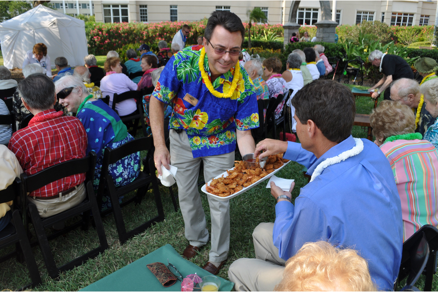 Residents enjoyed Hawaiian appetizers before the performance.