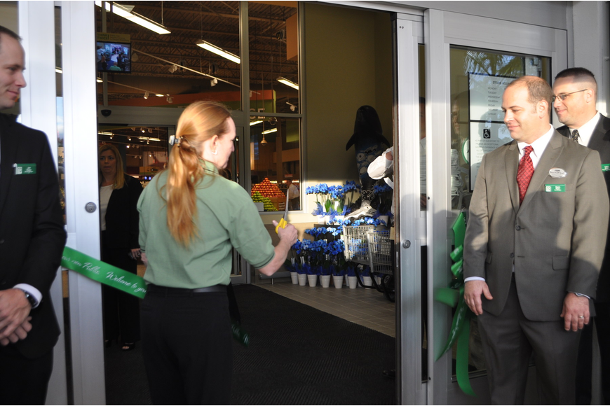 Tina Nohmer, a 28-year Publix associate, cut the ribbon to celebrate the new store's opening.