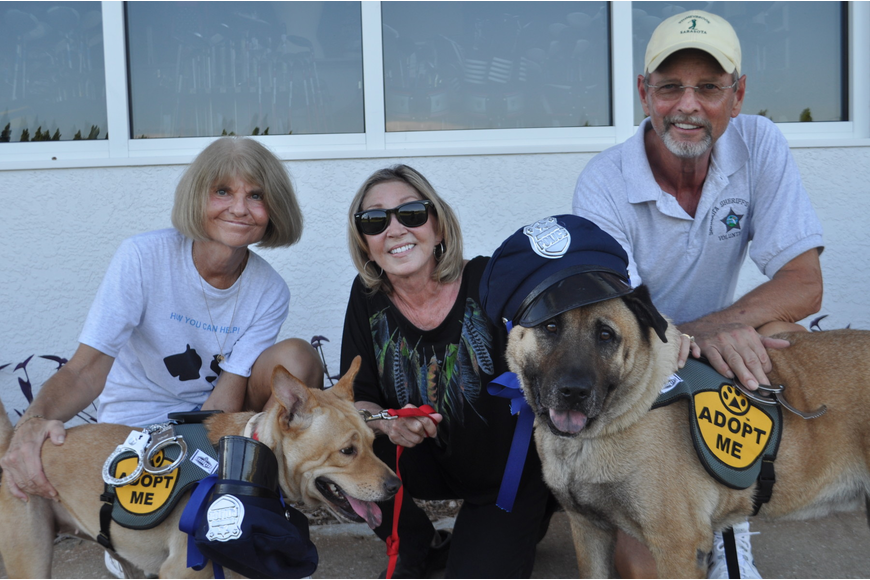 Joan Stahlman, Amber Kennedy, and Bob Kaster with Grand Marshals Jodie and Duke