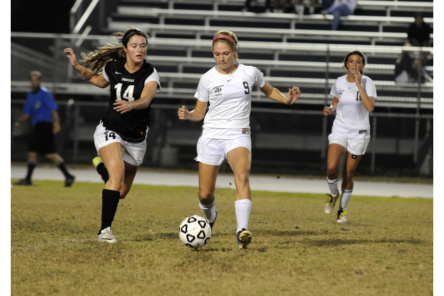 Braden River's Carly Provan races to try and regain possession from Lakewood Ranch's Amanda Baar.