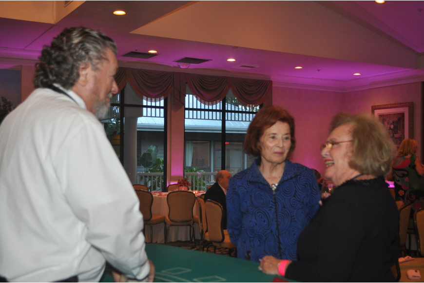 Jay Allen with Ruth Kreindler and Phyllis Ploener at the black-jack table