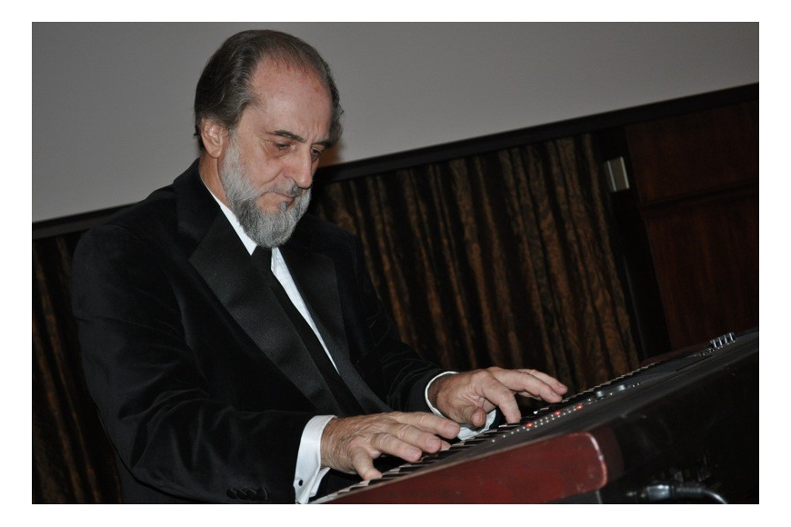 American Ideals Foundation founder and composer Robert Moffa played several of his original pieces.