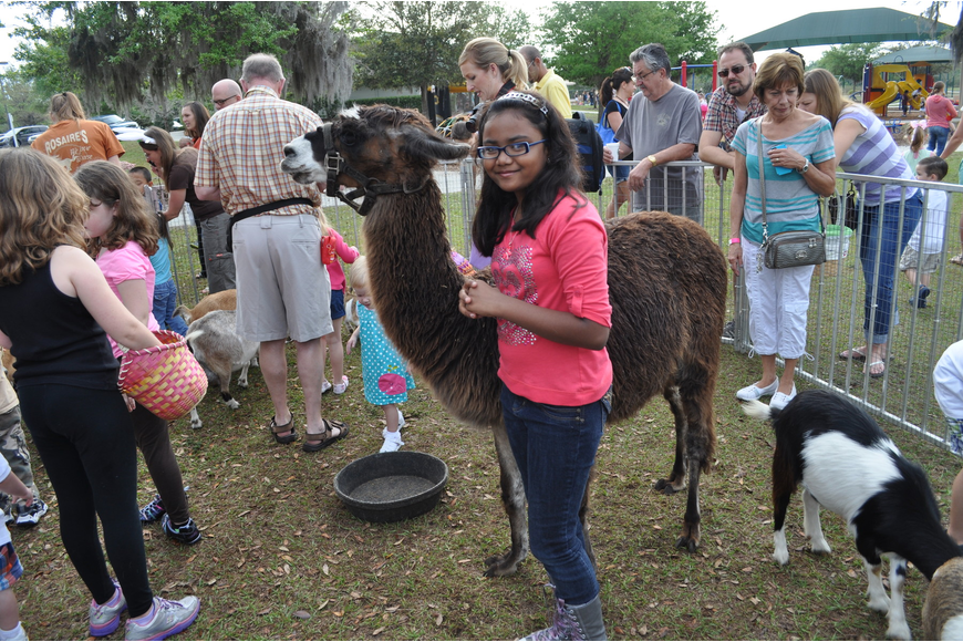 Raiesha Alam got over her fear of llamas to pose for a photo.