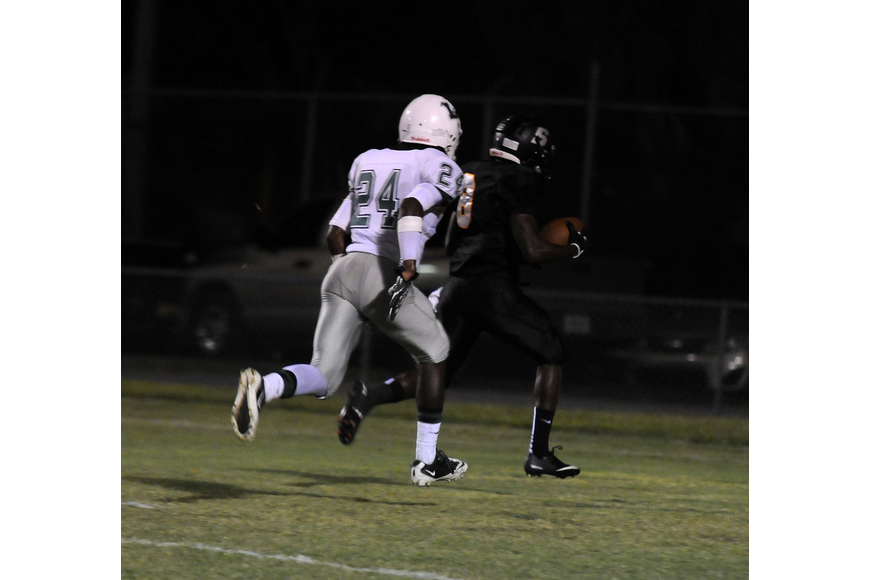 Sarasota wide receiver Shawn Bane Jr. caught a 38-yard touchdown to tie the game in the first quarter.