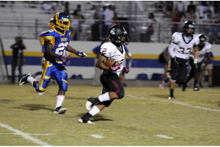 Sophomore running back Davion Banks carries the ball in the first half against Bayshore.