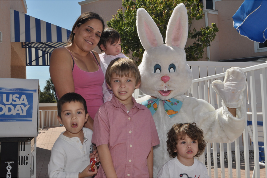 front, Yago Cisnero, 4, Xavier Edmoundson, 2, back, Annette Coletti with Mayde Cisnero, 1