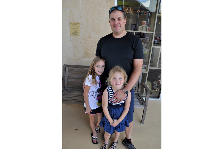 Rich Horowitz with his daughters, Sydney and Scotti.