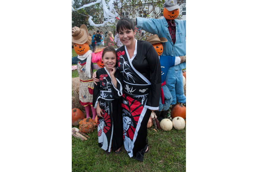 Eileen and her mother Delaneyo O'Fallon wore the same costumes.