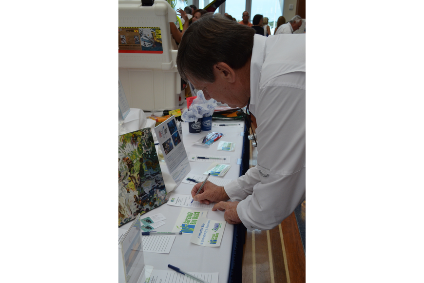 Rick Barth bids on the Oceanic mask and snorkel at the silent auction table.
