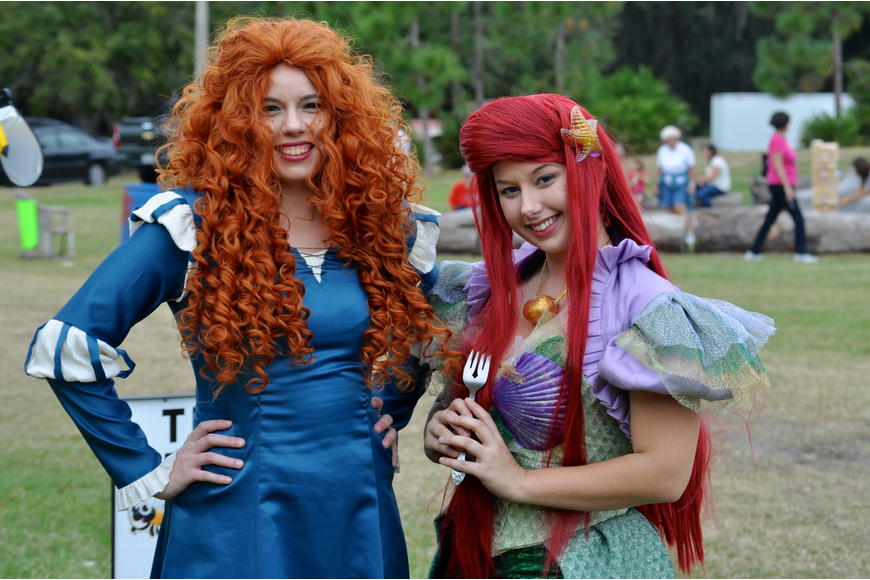 The Little Mermaid and Brave princesses swing by to say hello.