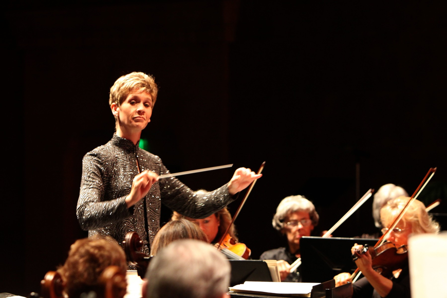 Conductor Robyn Wilkes directed the Sarasota Pops through the Wedding Season performance.