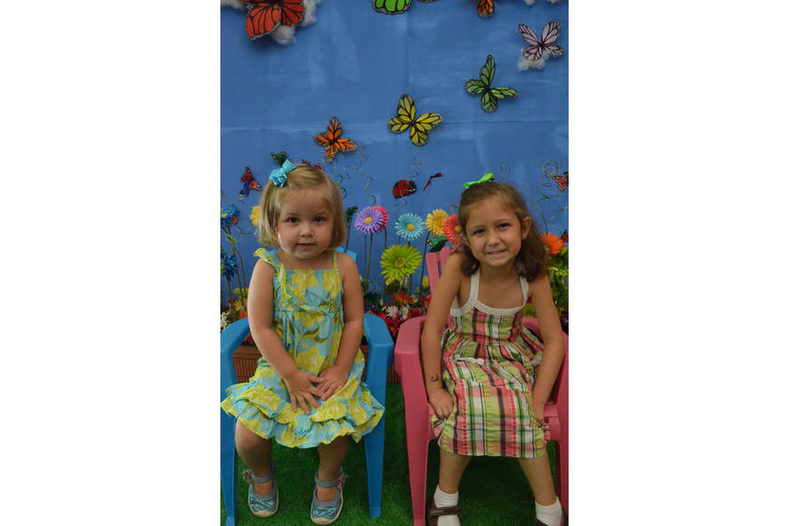 Sisters Olivia and Avery Johanning