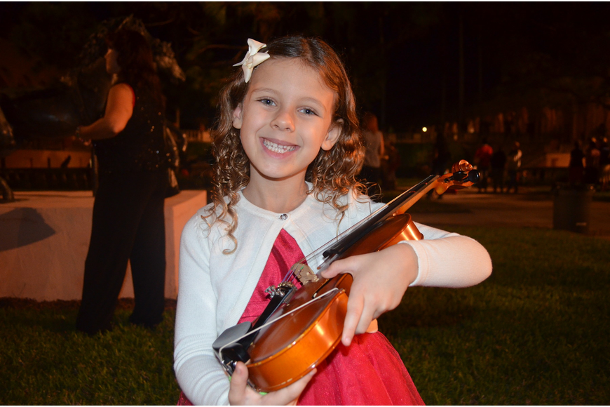Emma Zamikoff with her violin