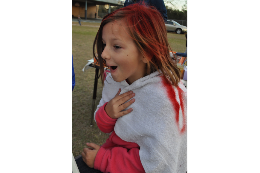 Lilyanna Bedford, 7, reacts to her new hair color.